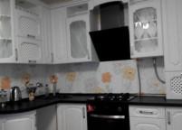 Кухня белая, витражи - 6